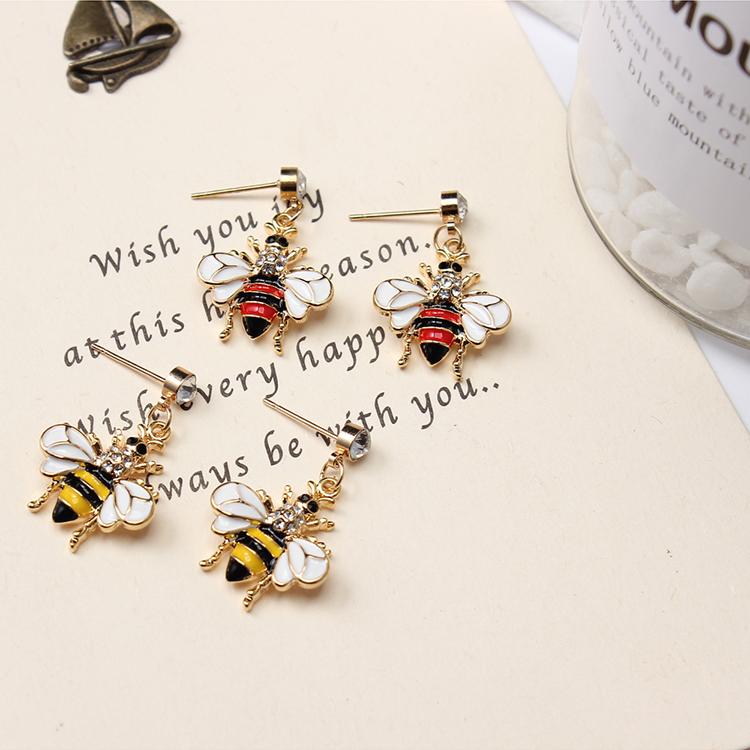 Korean version of the trendy cute wild bee (red) NHNPS4773