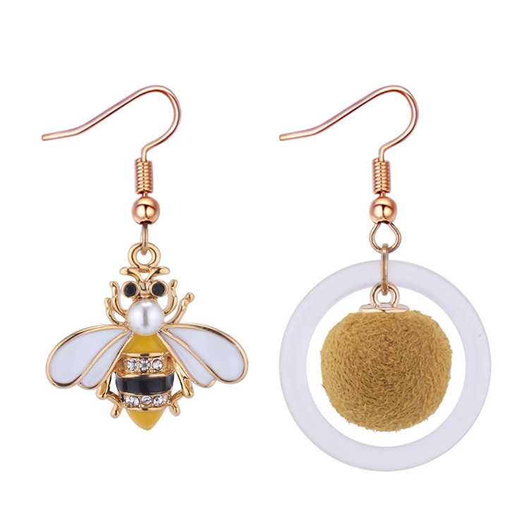 Korean version of cute asymmetric bee earrings NHNPS4766
