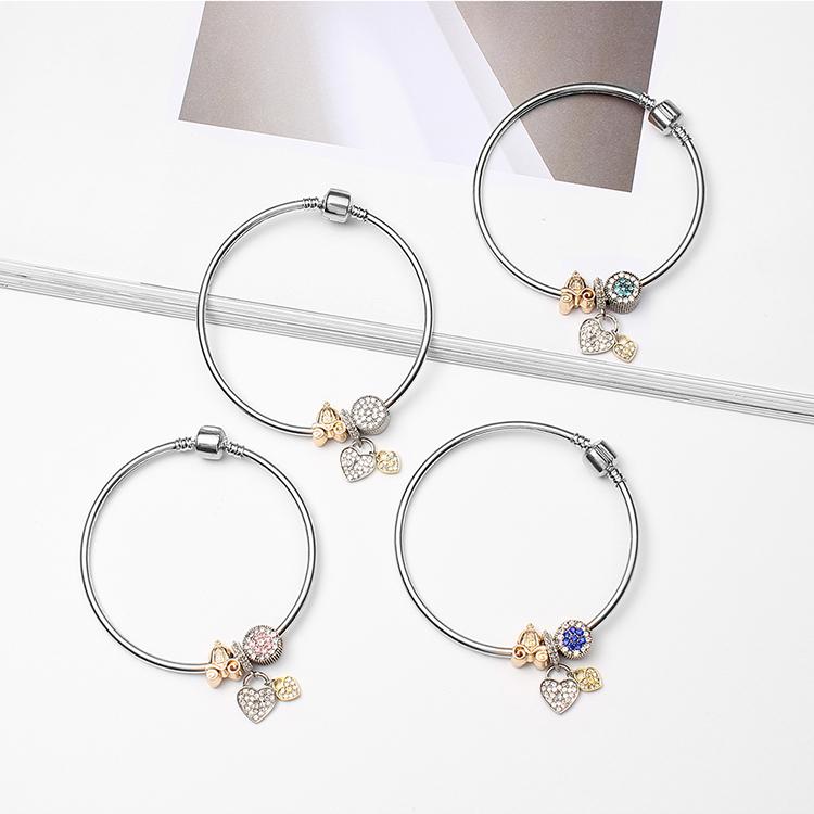 Korean version of the retro creative peach hand bracelet (white) NHNPS4809