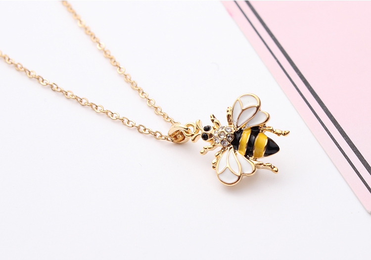 Korean version of the simple personality bee necklace (red) NHNPS4790