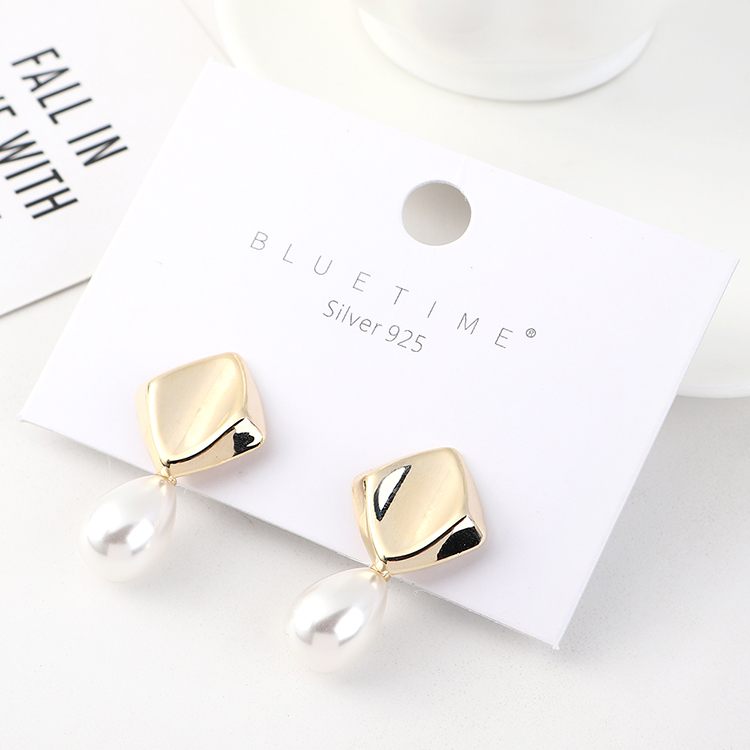 Korean earrings simple creative small fresh gold plated wild retro pearl S925 silver earrings NHPS185057