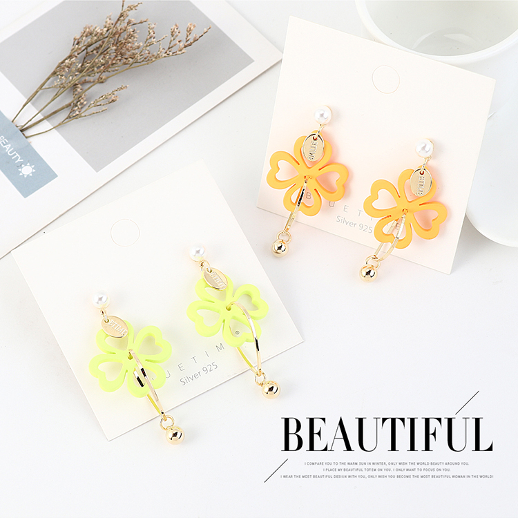 Fashion creative wild gold-plated four-leaf flower pearl S925 silver needle NHPS203156