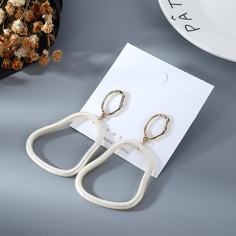 Korean simple retro hollow pearl earrings for women wholesale NHPS205302