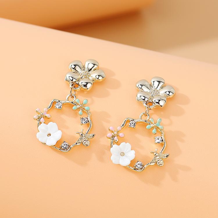 Korean fashion creative personality temperament wild rhinestone wreath earrings nihaojewelry wholesale   NHPS235623