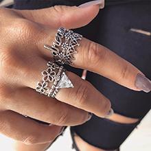欧美可爱花朵字母镶钻戒指套装(古银)